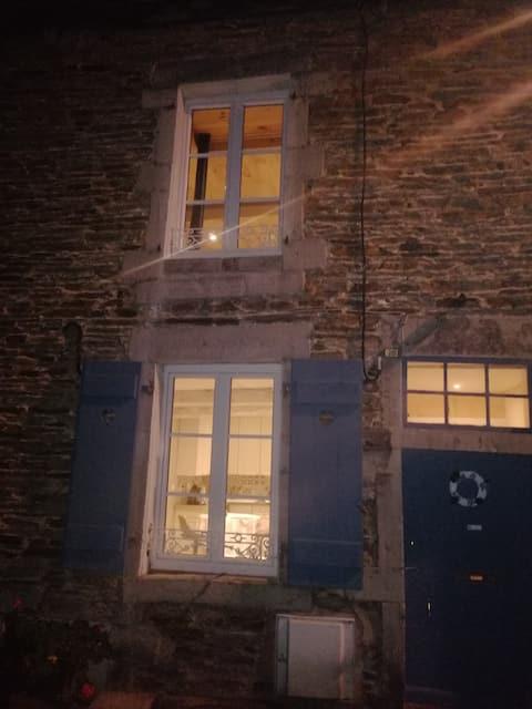 Fumay: pittoresque maison en ardoise