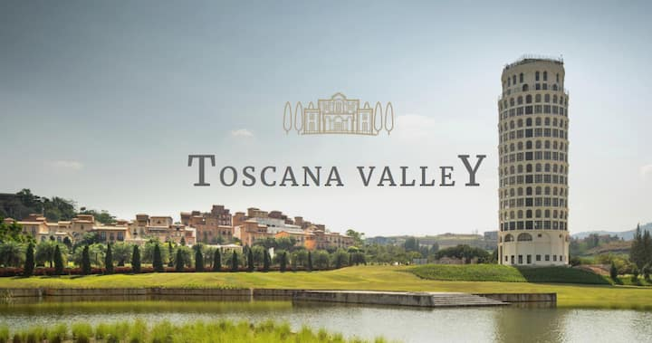 Toscana Townsquare - Luxury Mountain View hotel