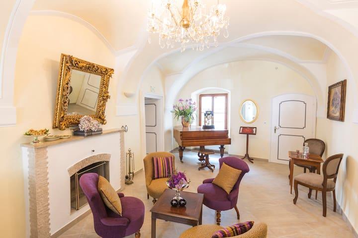 Renovierte Wohnung im Barockstil ideal für Gruppen