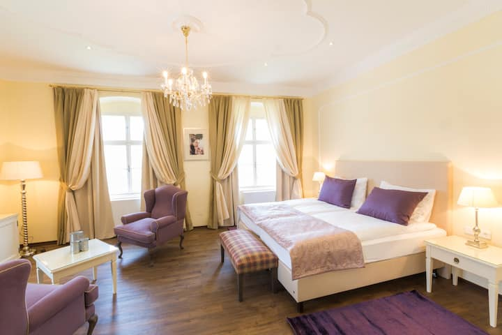 Luxuriöse Wohnung in altem Herrenhaus