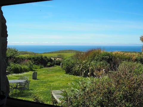 Secret Garden Cottage: sea views and coastal walks