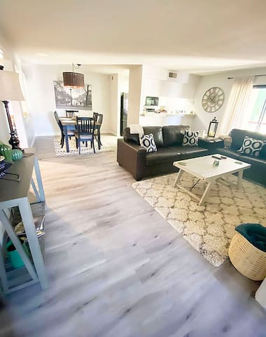 2BR/2BA Scottsdale condo, close to everything!
