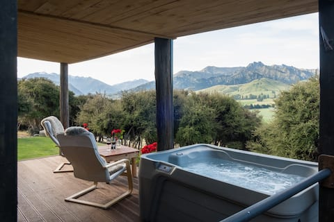 Kanuka Cabin with  stunning views and spa