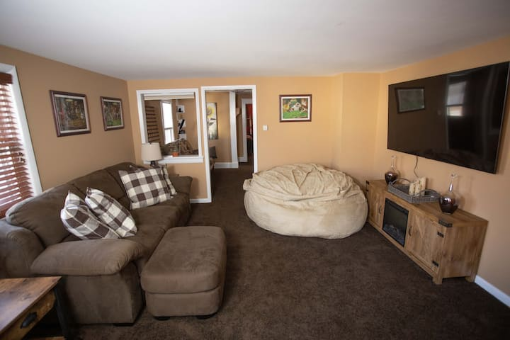 NEW! The Cozy Lounge-Remodeled 5min from Camelback