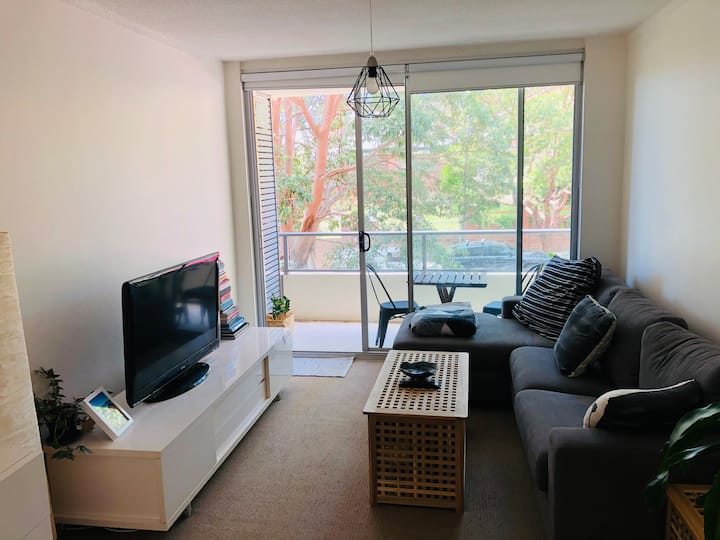 Room in great unit 10mins walk to Bronte beach