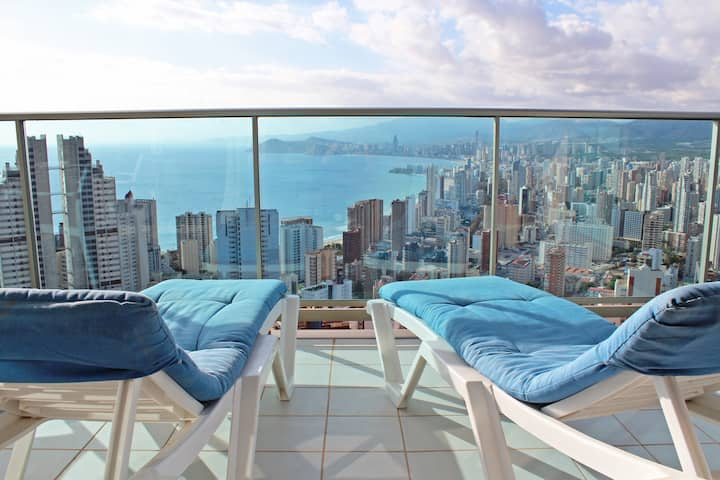 2-bedroom apartment on the 26th floor - sea views