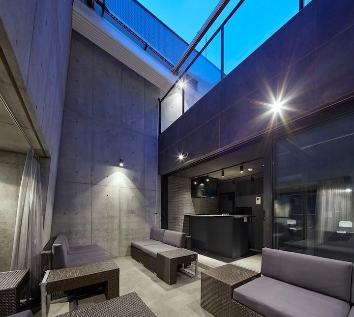 【限定一組の一棟ホテル】100inch4Kシネマ・コンサート仕様音響・ペントハウスBar・屋上テラス