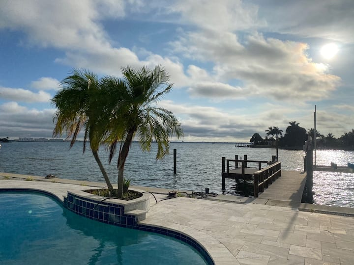 Waterfront home, perfect for family-Walk to beach!