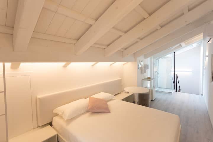 Studio all'ultimo piano (M0270081817)