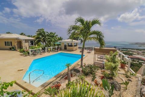 """Executive 1 Br. Appartement aan het zwembad: """"Kilele suite"""""""