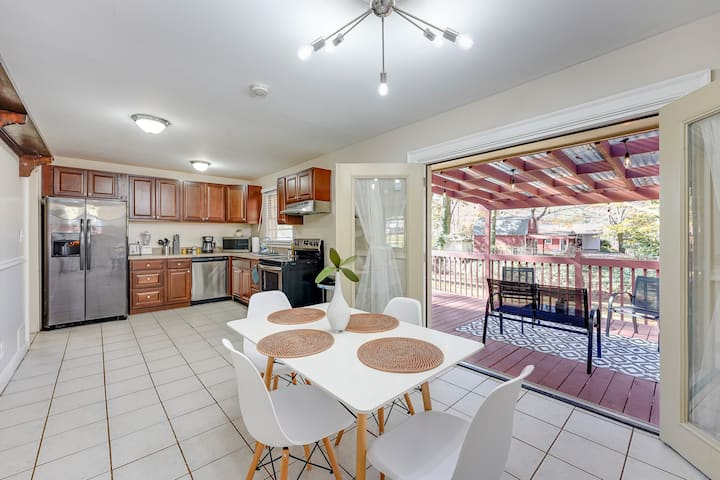Chic Home 1m from The Battery, 15mins to Downtown