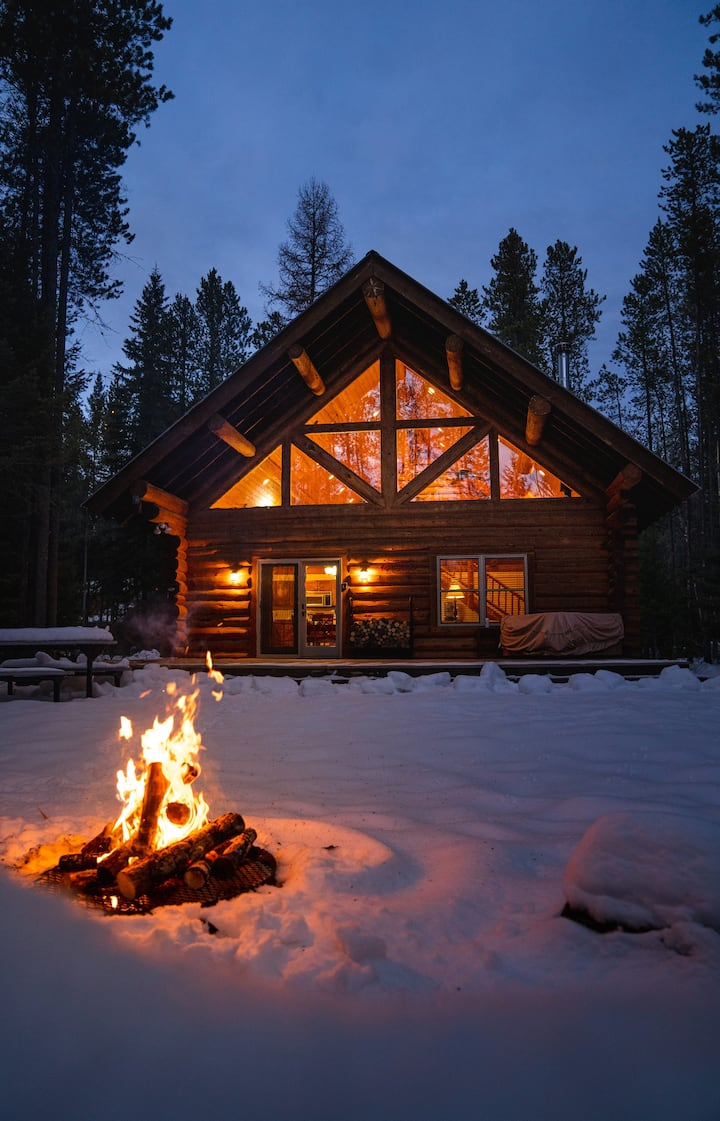 GLACIER HIDEAWAY- WEST GLACIER LOG HOME