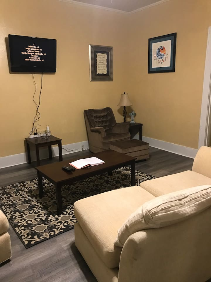 Historic Highland Apartment  - Comfortably updated