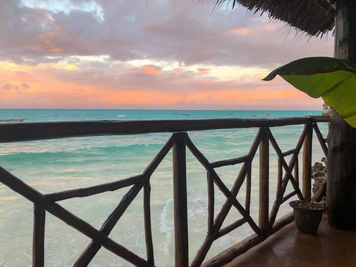 Gorgeous Beach Villette ('Lifted' Floor)