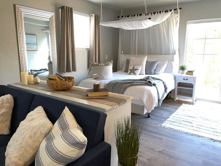 Fully-sanitized, new romantic beach-themed studio