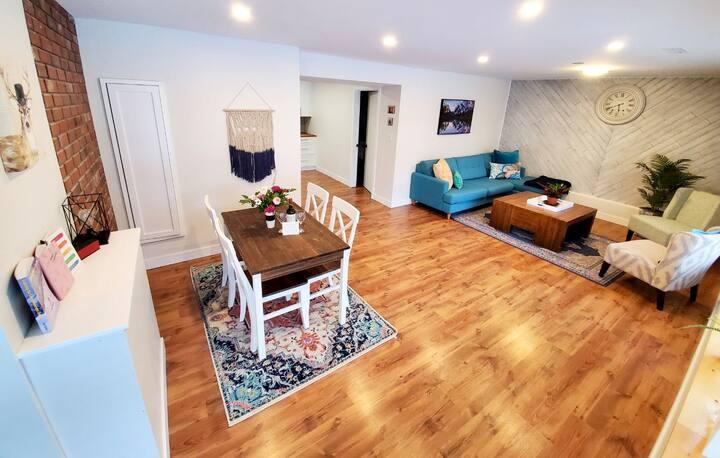 Bright & Modern 1st Floor Mountain Suite