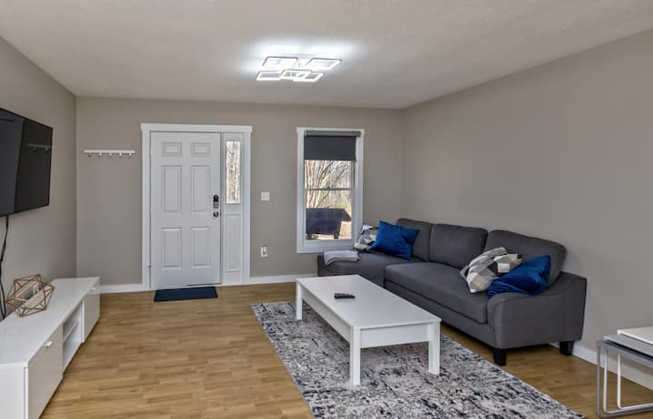 10 min to AVL DT -Simply Squared- 2BR / 1 BA