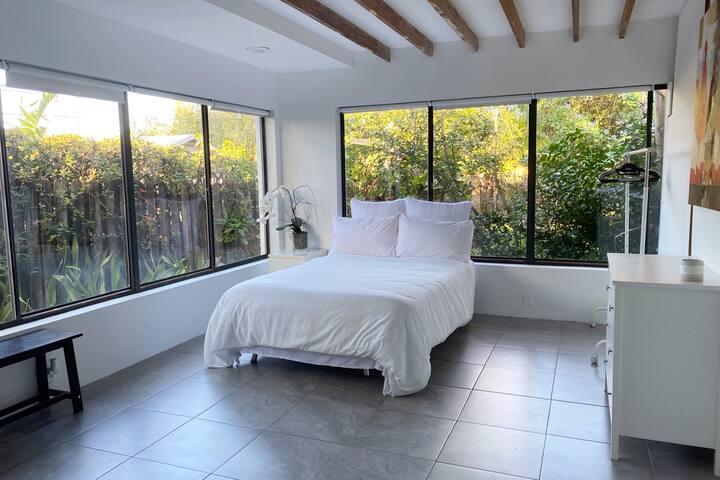 Beautiful Guest House w Garden Views, Laundry, AC