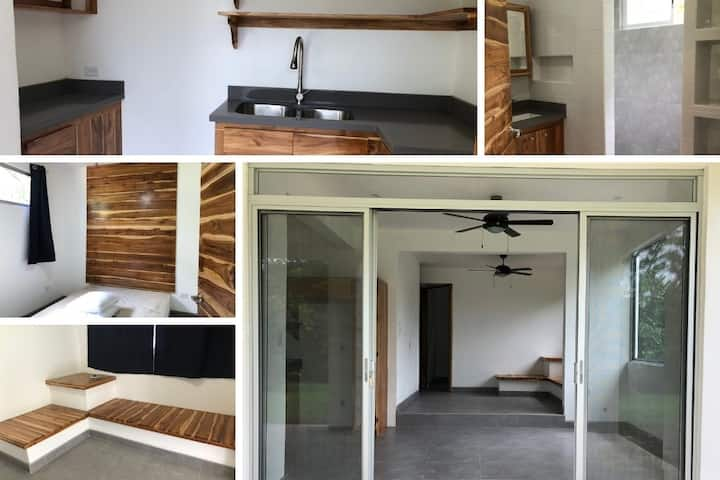 PAVONES Modern CONDO, Close 2 SURF! AC, FAST WIFI