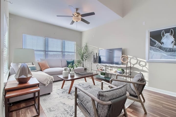 ★NEW★The Only Airbnb in Austin with 5 workspaces!