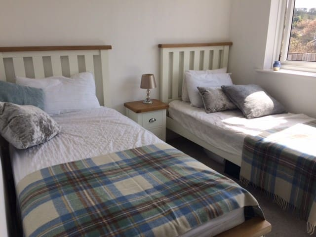 Twin bedroom - two single beds