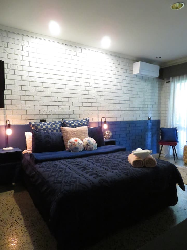BOUTIQUE ACCOMODATION IN THE HEART OF GEMBROOK - 2