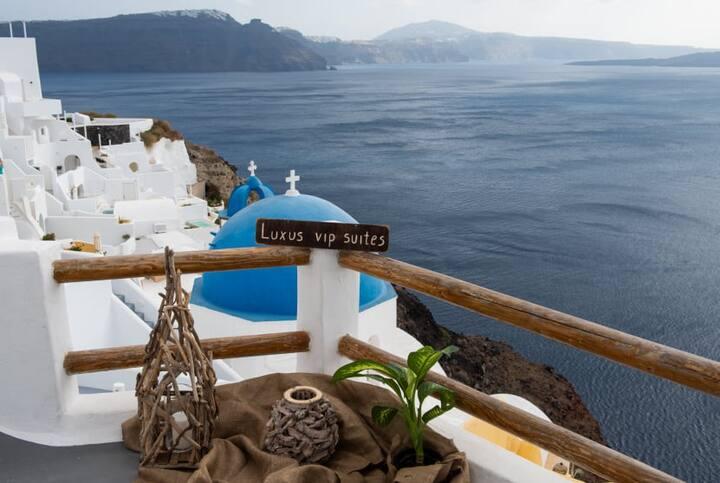 Cave Suite with Caldera View - Luxus VIP Suites