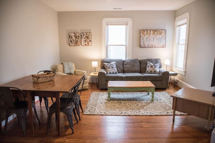 Large 2 bedroom apartment, historic, walkable area
