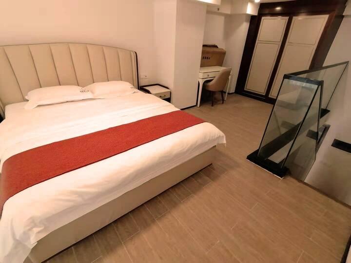 旅居家 海花岛2号岛温馨轻奢Loft复式1.8米床敞亮大公寓/可洗衣做饭
