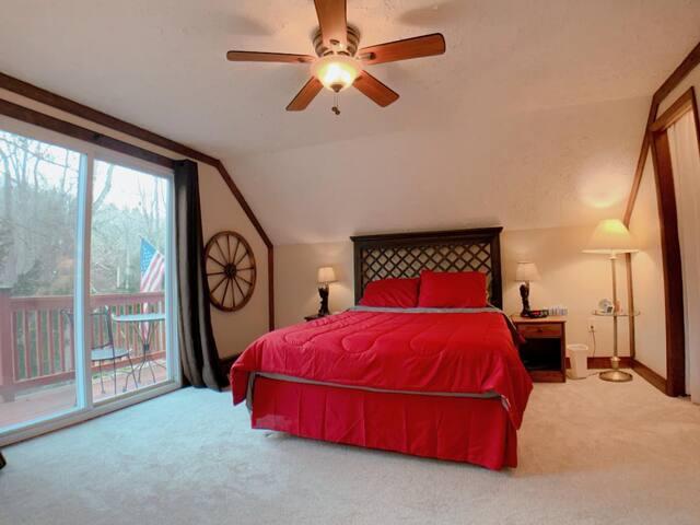 Master Bedroom, Queen Size Bed, Sleeps Two People