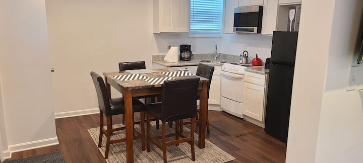 Entire Lovely Apt* 5 Miles to EWR* Free Parking
