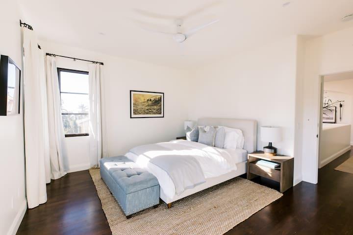 Guest bedroom 3 with queen bed, ocean views, and ensuite bathroom