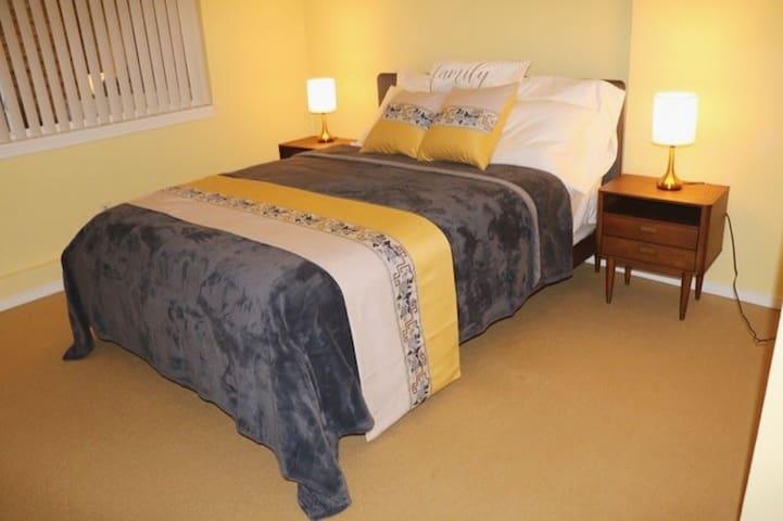 Room 3~ Queen Bed