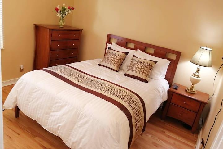 Room 2 ~ Queen Bed