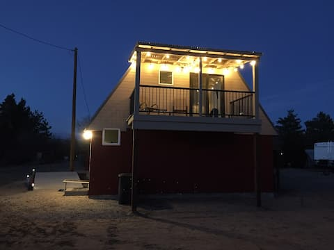 Cozy Barn, Quiet and private.  EV charger, king bd
