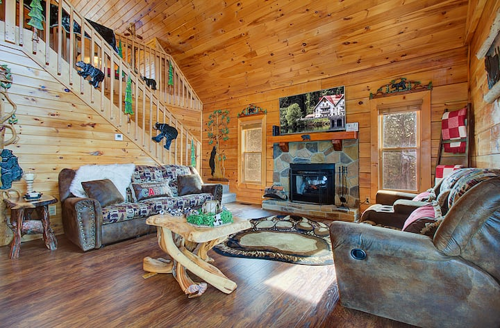 !NEW!DISCOUNTED RATES! Luxury family cabin!! View!