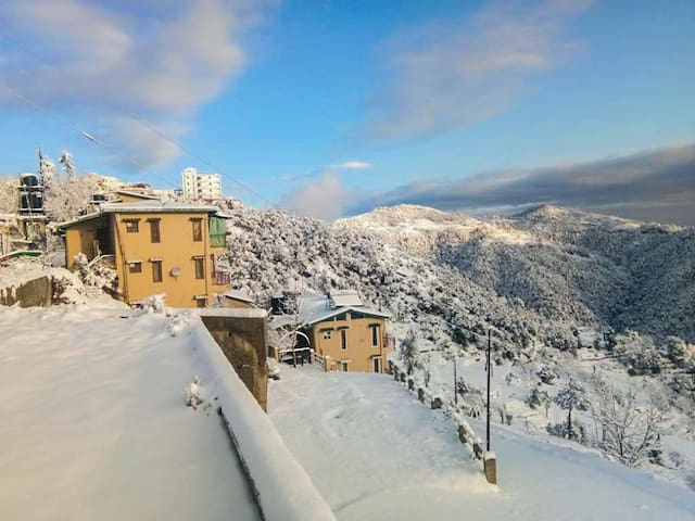 Kumaoni room with Snowcap Himalayan view & HS Wifi