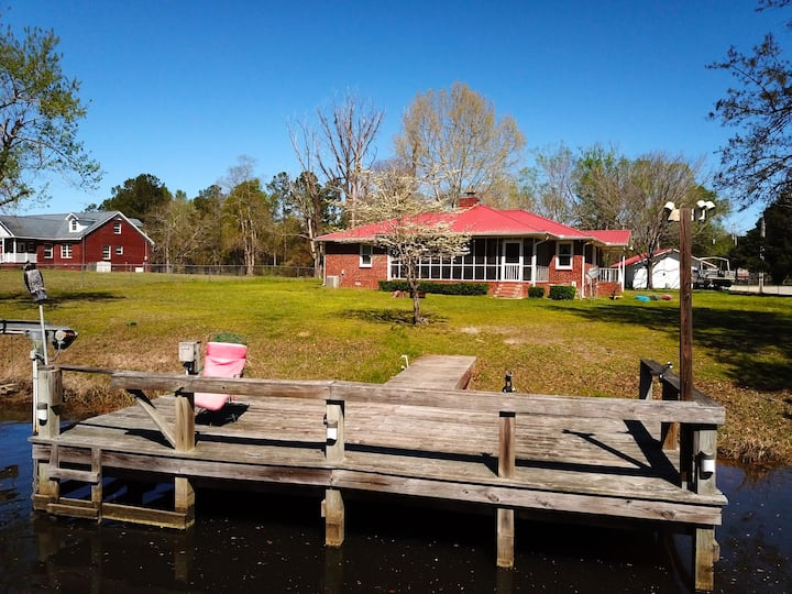 Waterfront Home + Screen Porch + boat ramp + dock!