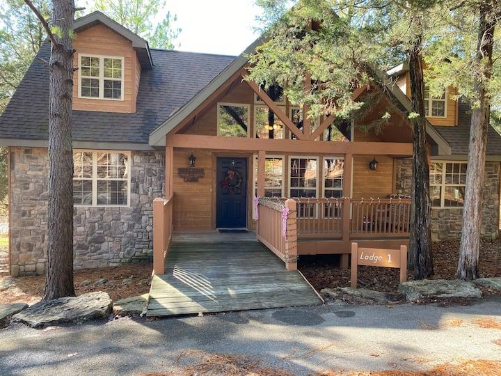 Walk-in! 4 BD/4 BA Lodge - StoneBridge - Superhost