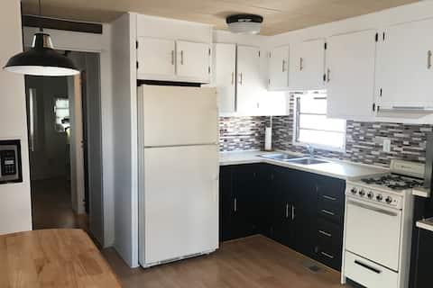 Modern Pet friendly tiny home in Mesa Spirt Resort