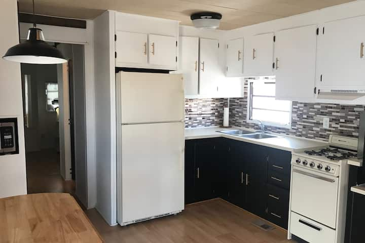 Modern Pet friendly tiny home in Mesa Spirt Resort
