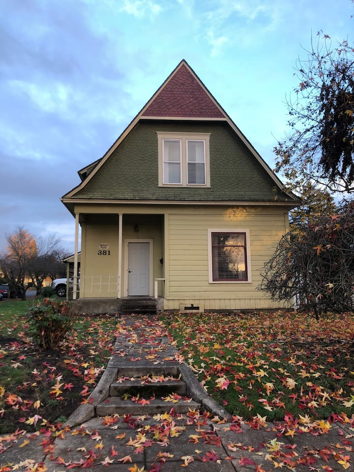 Lombard House-upstairs apt-Washburne District!
