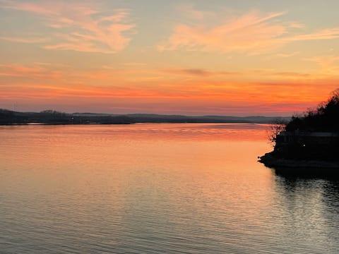 Amazing Lakeside Views, Condo for Six