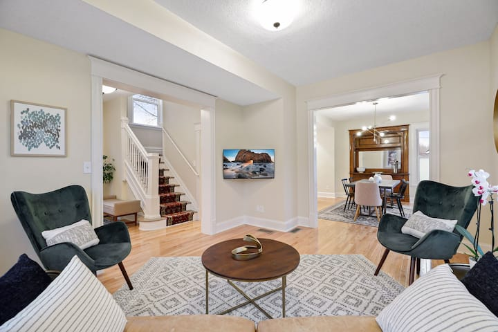 Modern 3BR residence close to downtown