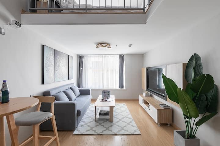 暖气房圣亚民宿LOFT上下两层1.8米大床一楼客厅二楼卧室近奥体中心汉峪金谷大面积龙湖奥东11号
