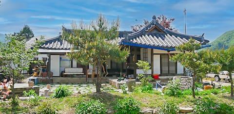 100년된 한옥 고택에서 불멍하기 딱 좋은 농촌숙박
