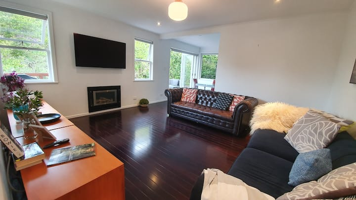 ✰Bright, Airy & Spacious 3 BR Home in Mt Roskill✰