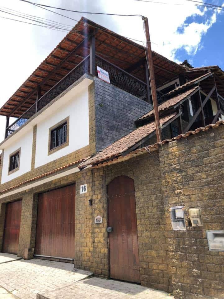 Ampla casa próxima ao Hotel Quitandinha
