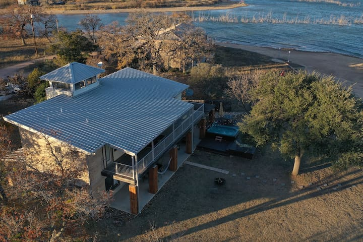 Private Waterfront Home | New Fully Equipped Gym