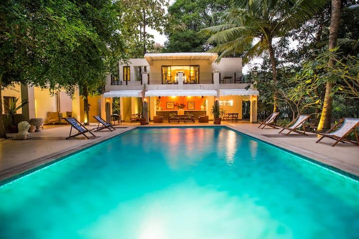 9 Room Luxury Villa with poolside bar- Kihim beach
